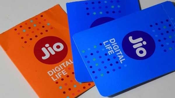 জিও দিচ্ছে বছরে 750 GB, এয়ারটেল দিনে 3 GB ডাটা